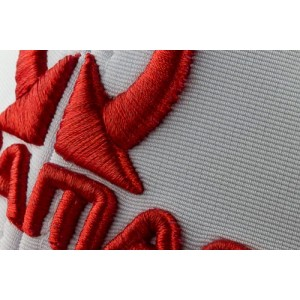 Detail White / Red Cap